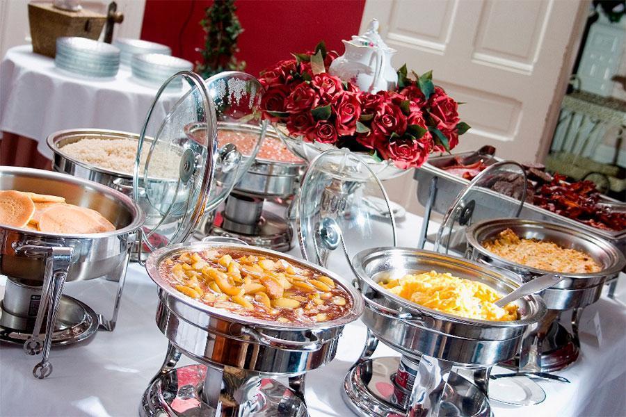 Những món ăn hấp dẫn mà bạn không nên bỏ qua khi tổ chức tiệc sinh nhật buffet tại công ty