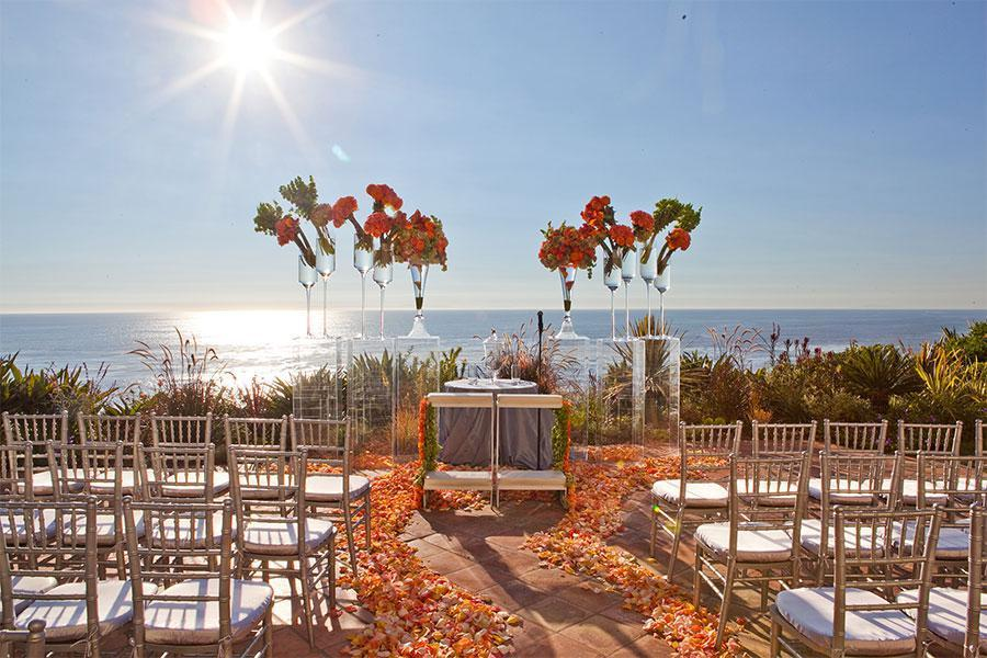Mang biểu tượng tình yêu ngọt ngào vào trong ý tưởng khi đặt tiệc cưới
