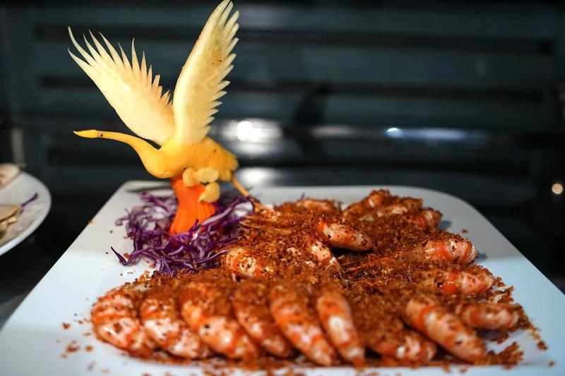 Dịch vụ nấu cỗ quận 4 – Cách làm món tôm hoàng hậu ngon và đẹp mắt
